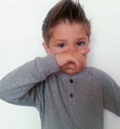 Alergijski pozdrav - rezultat svrbeža nosa kod alergičnog djeteta - Littledot