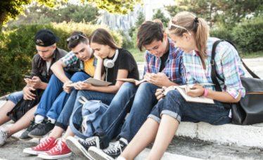 Pubertet i adolescencija – koliko traje i što se događa u određenoj dobi kod djevojčica i dječaka?